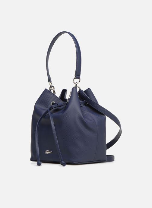 Sacs à main Lacoste DAILY CLASSIC BUCKET BAG Bleu vue portées chaussures