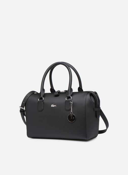 Sacs à main Lacoste DAILY CLASSIC  BOSTON BAG Noir vue portées chaussures