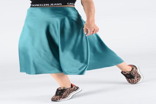 Sneaker I Love Shoes THILEO braun ansicht von unten / tasche getragen
