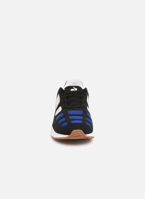 Sneakers Le Coq Sportif Zepp Nero modello indossato