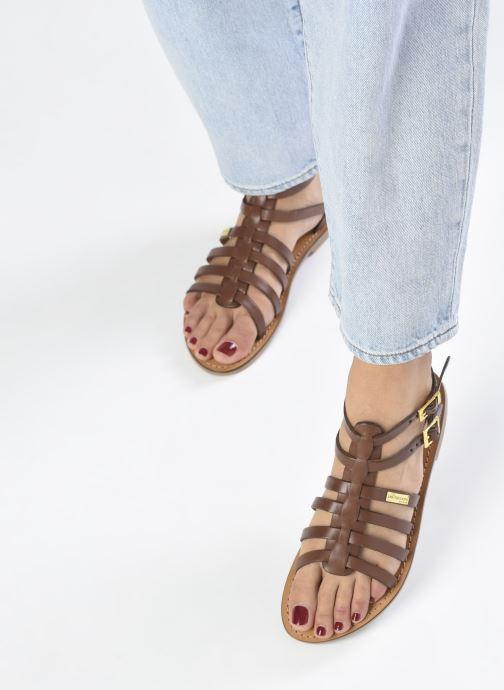 Sandales et nu-pieds Les Tropéziennes par M Belarbi HICELOT Marron vue bas / vue portée sac