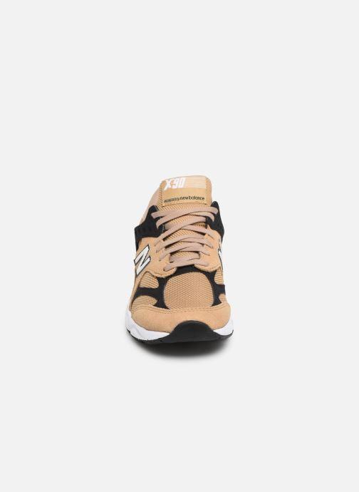 Baskets New Balance WX-90 Beige vue portées chaussures