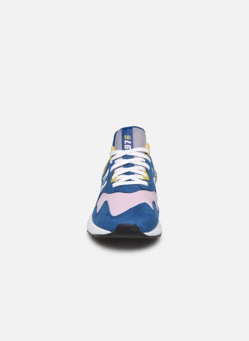 Baskets New Balance W997 Bleu vue portées chaussures