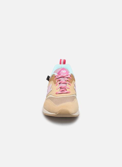 Sneaker New Balance W997 beige schuhe getragen
