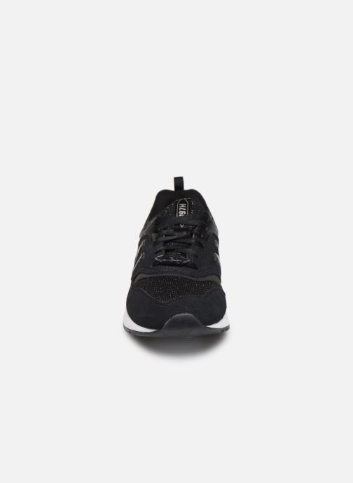 Baskets New Balance W997 Noir vue portées chaussures