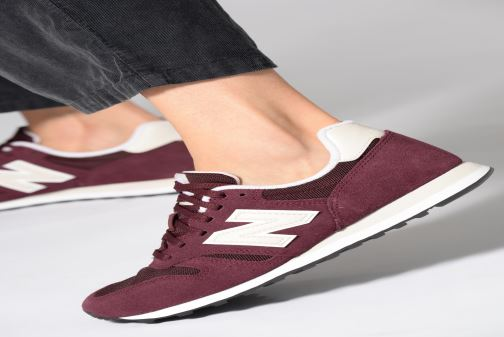 Trainers New Balance W373 Burgundy view from underneath / model view