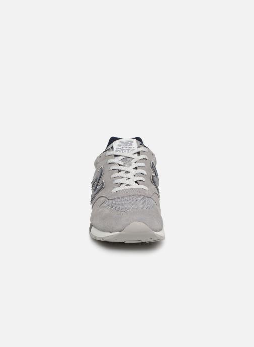 Baskets New Balance 996 Gris vue portées chaussures