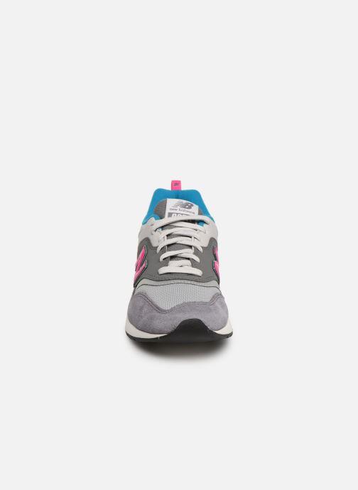 Baskets New Balance 997 Gris vue portées chaussures