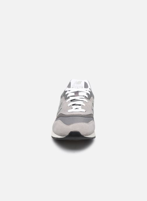 Sneakers New Balance 997 Grigio modello indossato