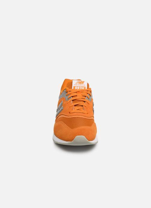 Baskets New Balance 997 Orange vue portées chaussures