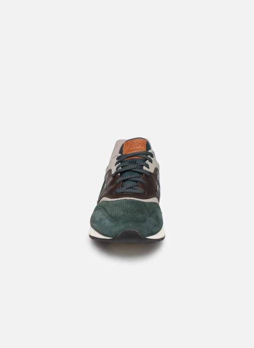 Sneaker New Balance 997 grün schuhe getragen