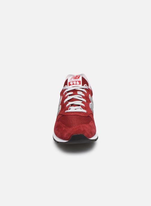 Baskets New Balance 997 Rouge vue portées chaussures