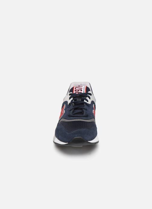 Baskets New Balance 997 Bleu vue portées chaussures