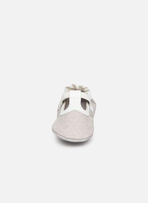 Pantofole Robeez Tiny Love Grigio modello indossato