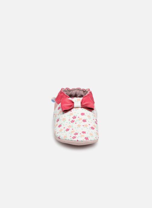 Hausschuhe Robeez Flowery weiß schuhe getragen
