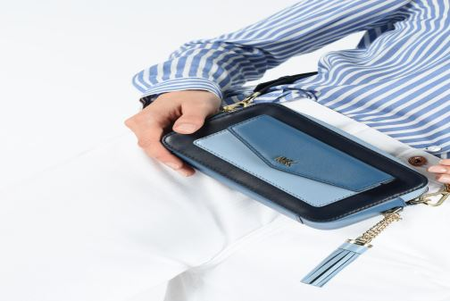Sacs à main Michael Michael Kors SM Pocket Camera Bag Bleu vue bas / vue portée sac