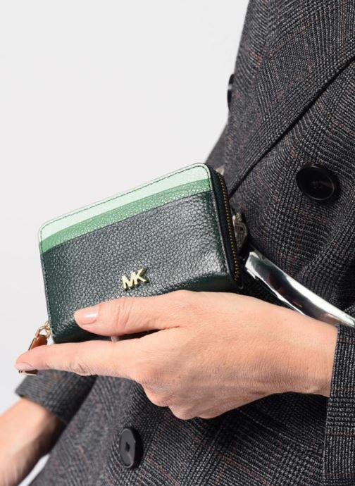 Petite Maroquinerie Michael Michael Kors ZA Coin Card Case Vert vue bas / vue portée sac