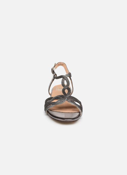 Sandali e scarpe aperte I Love Shoes CALANDRA Argento modello indossato