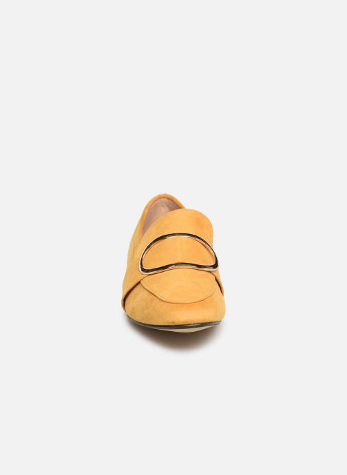 Mocassini I Love Shoes CAMELIE Giallo modello indossato