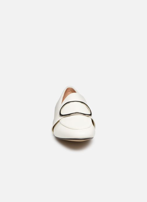 Mocassini I Love Shoes CAMELIE Bianco modello indossato