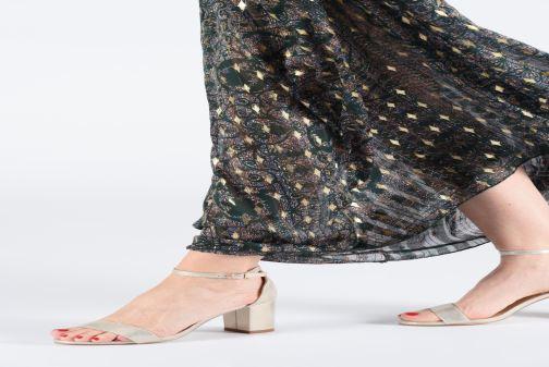 Sandalen I Love Shoes CABBY gold/bronze ansicht von unten / tasche getragen