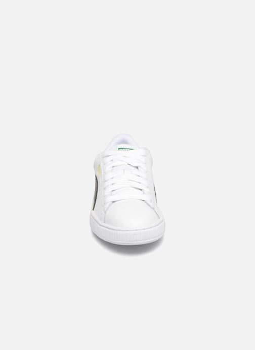 Sneakers Puma Basket Classics Lfs Bianco modello indossato