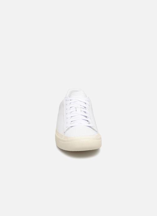 Sneakers Puma Basket Stiched White Bianco modello indossato