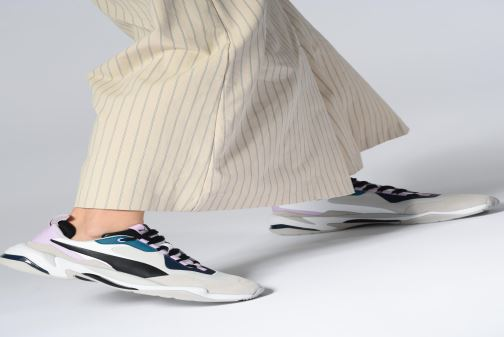 Sneaker Puma Thunder Rive Droite Wn'S grau ansicht von unten / tasche getragen