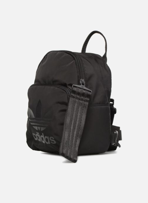 Mochilas adidas originals BACKPACK XS Negro vista del modelo