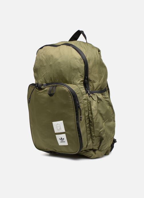 Mochilas adidas originals PACKABLE BP Verde vista del modelo