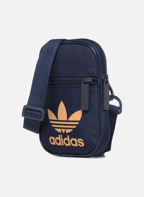 Plånböcker och fodral Adidas Originals FESTVL B TREFOI Blå bild av skorna på