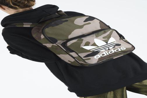 Rucksacks adidas originals BP CLASSIC CAMO Green view from underneath / model view