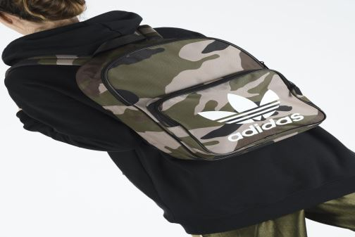 Rucksacks adidas originals BP CLASSIC CAMO Green view from underneath / model view