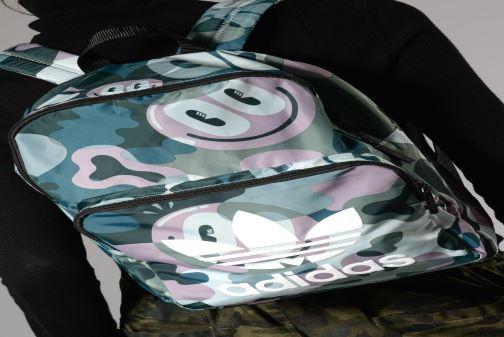 Rucksäcke adidas originals BP CL M blau ansicht von unten / tasche getragen