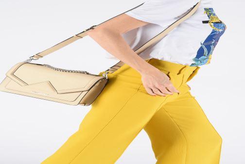 Sacs à main KARL LAGERFELD k/klassik shoulderbag Rose vue bas / vue portée sac