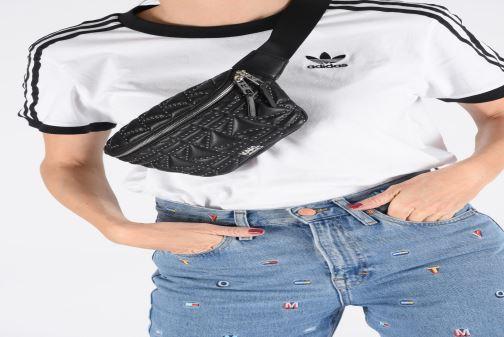 Petite Maroquinerie Karl Lagerfeld k/kuilted studs bumbag Noir vue bas / vue portée sac