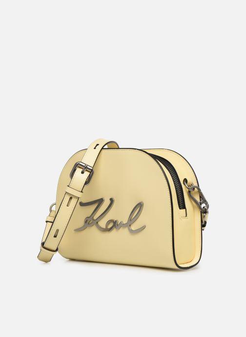 Sacs à main Karl Lagerfeld k/signature big crossb (tacco) Jaune vue portées chaussures