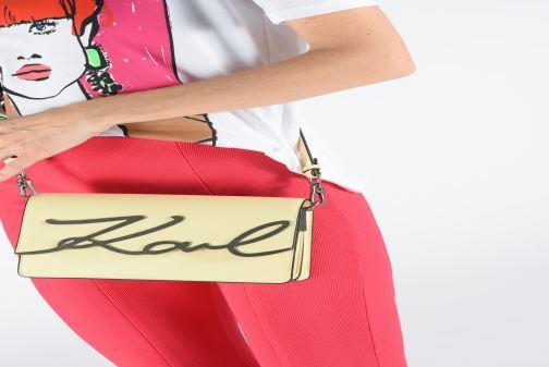 Sacs à main KARL LAGERFELD k/signature shoulderbag Jaune vue bas / vue portée sac
