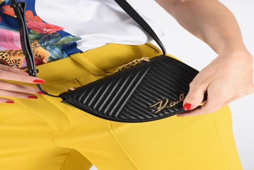 Sacs à main Karl Lagerfeld k/signature quilted bumbag Noir vue bas / vue portée sac