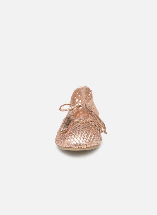 Ballerines Billieblush TAPIS ROUGE Beige vue portées chaussures