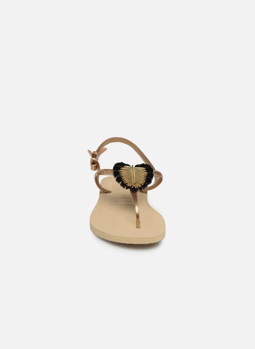 Sandali e scarpe aperte Havaianas Freedom Metal Pin Beige modello indossato