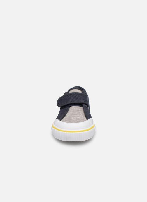 Baskets BOSS Basket J09107 Gris vue portées chaussures