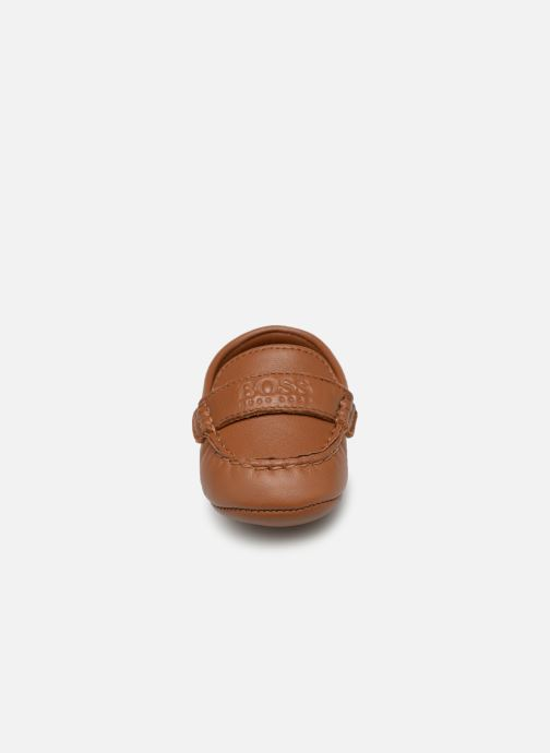Pantofole BOSS Mocassin BB J99064 Marrone modello indossato