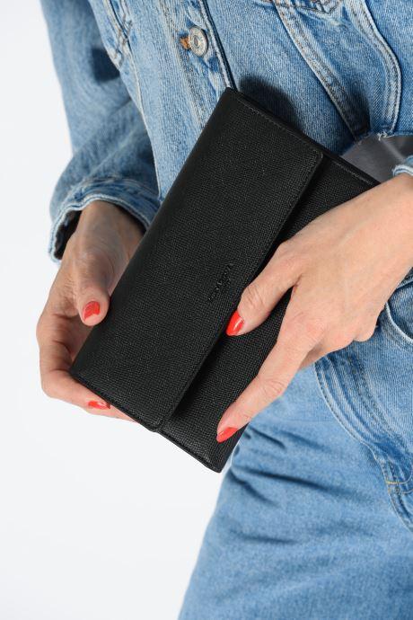 Portemonnaies & Clutches Hexagona SYNSA PORTE-CHEQUIER schwarz ansicht von unten / tasche getragen