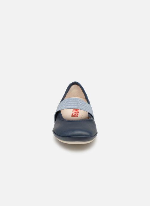 Ballerines Camper Nina Bleu vue portées chaussures