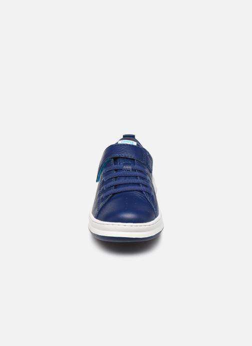 Sneakers Camper Run 800247 Azzurro modello indossato