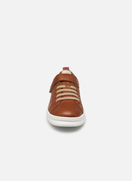 Sneakers Camper Run 800247 Marrone modello indossato