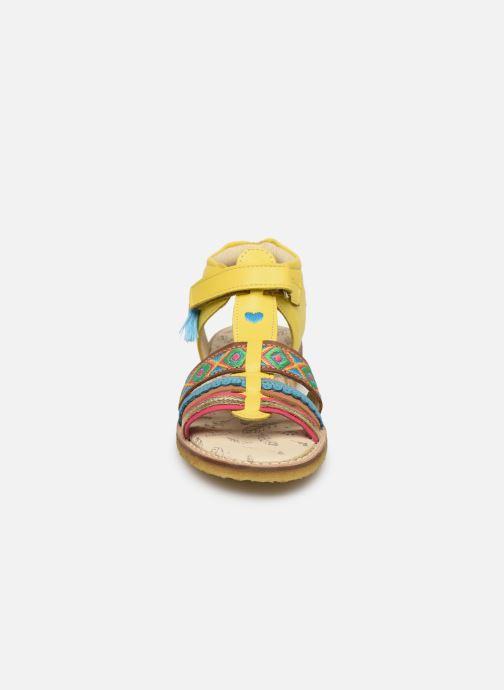 Sandales et nu-pieds Shoesme Solveig Jaune vue portées chaussures