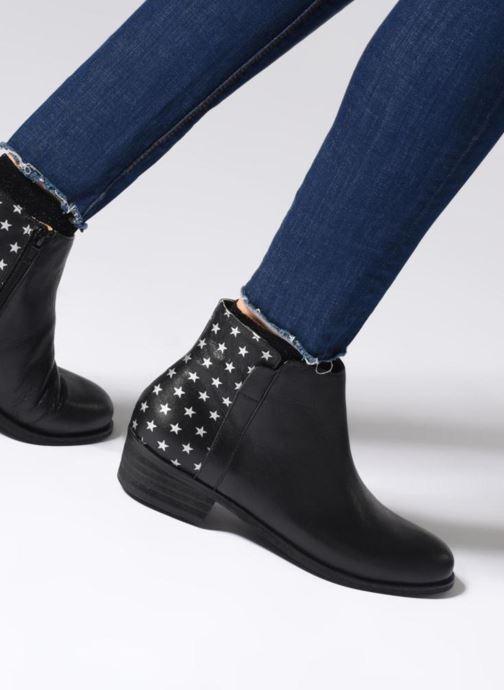 Bottines et boots Karston Wendy Old Noir vue bas / vue portée sac