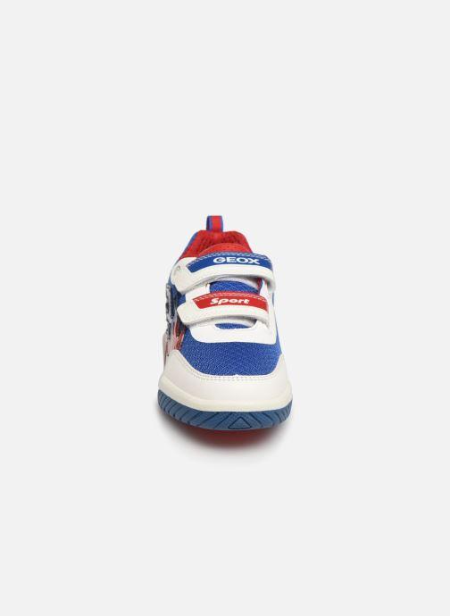 Baskets Geox J Inek Boy J929CC Blanc vue portées chaussures